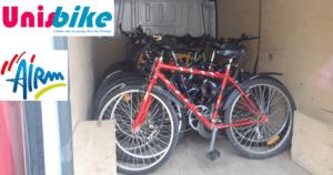Les vélos, chargés dans le camion pour la livraison.